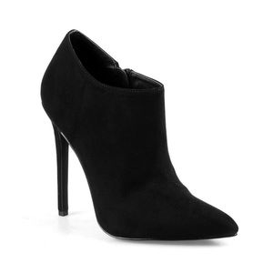 Shoes - High heeled black booties
